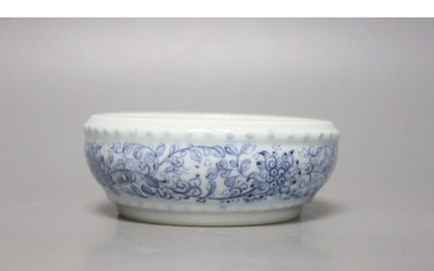 A small Chinese blue and white water bowl, diameter 11cm ...