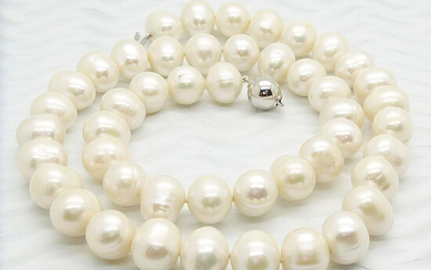 CULTURED PEARL & WHITE GOLD NECKLACE.