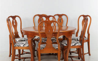 DINING TABLE WITH ADDITIONAL DISCS AND 8 CHAIRS 1920s.