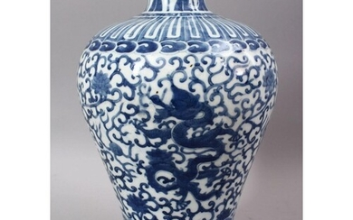 A CHINESE MING STYLE BLUE & WHITE PORCELAIN MEIPING DRAGON V...