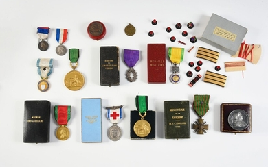 LOT OF DECORATIONS. Including: Croix de Guerre (France) with star in case; Blind Society Medal in case; Palmes Académiques in case; Hospitaller Medal (1870), with ribbon; Military Valor Medal with ribbon in case; two Medals of the Société...