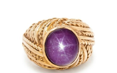 YELLOW GOLD AND STAR RUBY RING