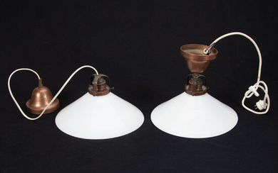 SHOEMAKER LAMPS. A pair, glasses and cups. Mid-20th century.