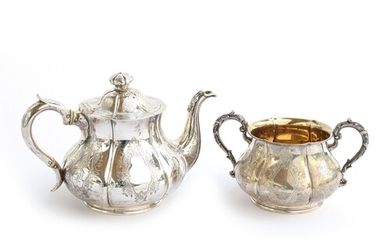 A Victorian silver teapot and sugar bowl, by Robert Hennell ...