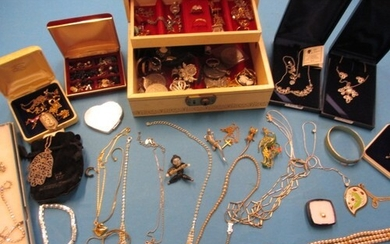 A large quantity of vintage costume jewellery, to include si...