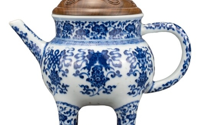 CHINESE BLUE AND WHITE PORCELAIN 'BAJIXIANG' EWER, MARK AND PERIOD...