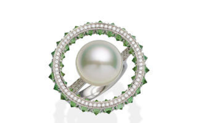 PASPALEY | A SOUTH SEA PEARL, GARNET AND DIAMOND RING