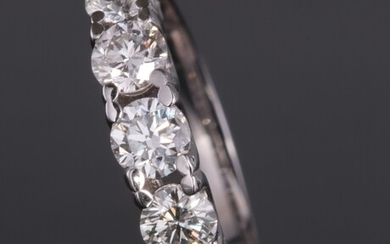 Ring in 14kt with brilliant cut diamonds 1.40ct