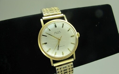 Avia; A 9ct Gold Cased Gent's Wristwatch, the signed dial wi...