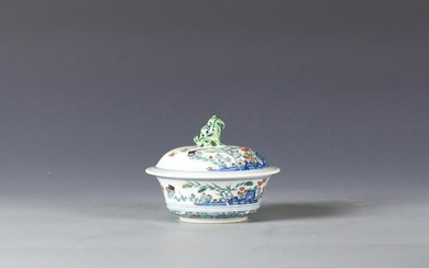 Chinese doucai covered bowl