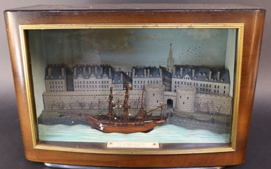 """Diorama showing the """"Grand'Porte"""" and the ramparts of Saint-Malo. A ship at the quay. Mounting in the casing of a radio set. 20TH CENTURY"""