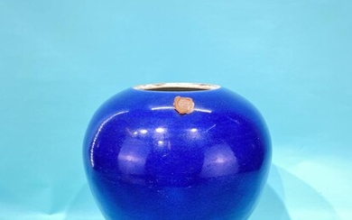 A very beautiful Qing dynasty blue glazed jar (lid...