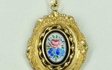 AN ANTIQUE 14CT GOLD LINED PENDANT