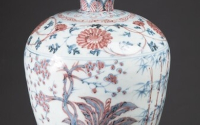 CHINESE MING STYLE PORCELAIN VASE, of meiping form