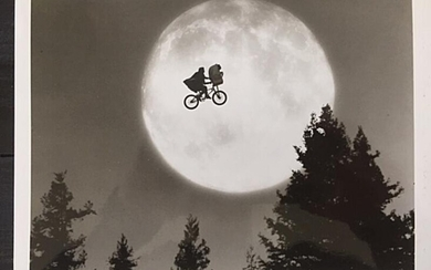 """NOT SOLD. A b/w promotional photograph of the actor Henry Thomas in the motion picture """"E.T."""" from 1982. – Bruun Rasmussen Auctioneers of Fine Art"""