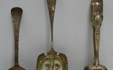 THREE STERLING SILVER SERVING PIECES. TO INCLUDE
