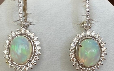 18 kt. White gold Earrings with 4.15 ct Opals and
