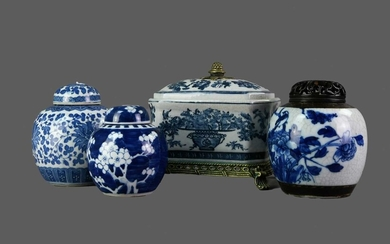 A COLLECTION OF THREE 20TH CENTURY CRACKLE GLAZE GINGER JARS AND COVERS, ALONG WITH A CASKET