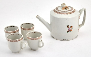 A Chinese Export Porcelain Teapot and Four Cups
