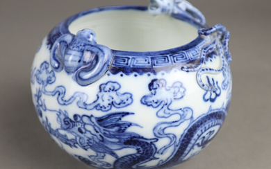 BLUE AND WHITE BALL SHELL - CHINA 20th CENTURY, PORCELAIN.