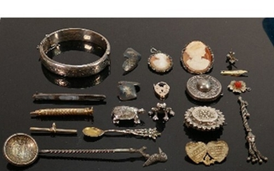 Collection of various silver & gold plated items plus oddmen...