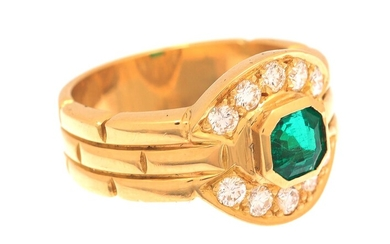 (-), Gold ring, 18 krt., set with emerald...
