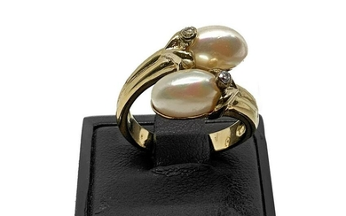 Gold ring and pearls