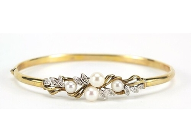 9ct gold pearl and diamond hinged bangle, 6.5cm wide, 7.0g