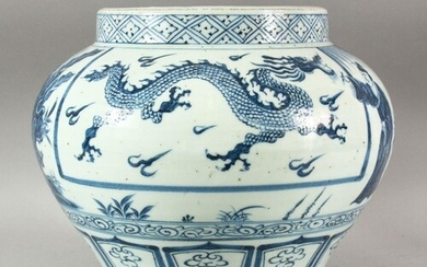 A CHINESE MING STYLE BLUE & WHITE PORCELAIN JAR - Decorated...