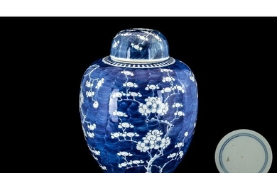 Chinese 19th Century Lidded Ginger Jar of traditional shape ...