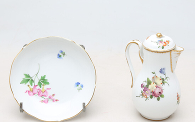 Coffee pot and dish in Meissen porcelain, 19th Century and the first half of the 20th century.
