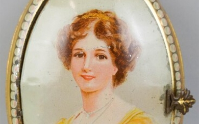 OVAL PORTRAIT TIN, HUNTLEY AND PALMERS BISCUITS, LONDON
