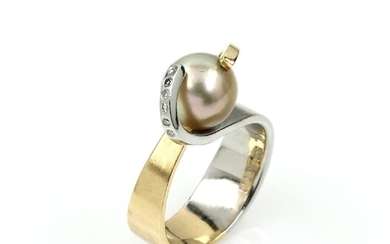 Ring with pearl and brilliants , YG...