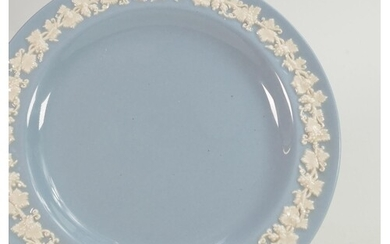 A collection of Wedgwood Queens Ware to include: Dinner plat...