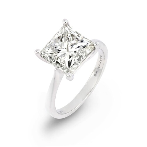 A CLASSIC 4 CLAW SOLITAIRE DIAMOND ENGAGEMENT RING A Classic...