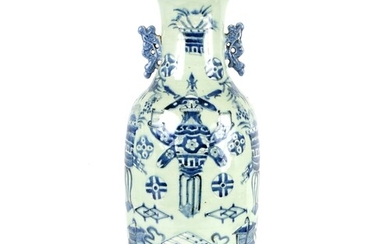 A LARGE 18TH/19TH CENTURY CHINESE CELADON AND UNDERGLAZE BLU...