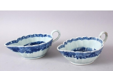 A PAIR OF 18TH CENTURY CHINESE BLUE & WHITE PORCELAIN SAUCE ...
