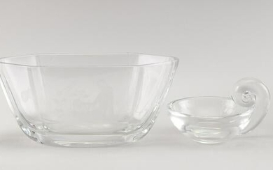 FOUR PIECES OF CONTEMPORARY STEUBEN AND OTHER CRYSTAL