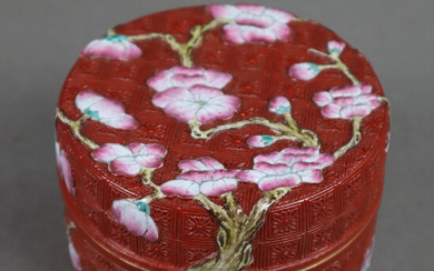 Floral FAMILY ROSE LID JAR - China, Qing dynasty, 19th century, porcelain.
