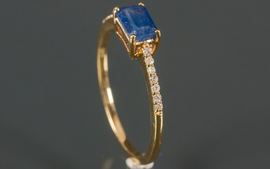 Ring in 14K gold adorned with sapphire and diamonds 0.20 ct