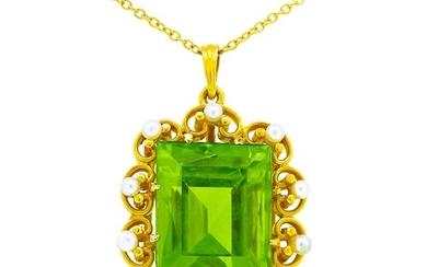 ANTIQUE PERIDOT AND SEED PEARL PENDANT, set with a central p...