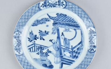 A CHINESE BLUE AND WHITE PLATE DECORATED WITH LADIES - Porcelain - China - Kangxi (1662-1722)