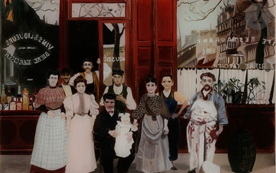 MAZOULIE (XXth century)Portrait of a family in front of a café, 1977Oilon glass.Signed and dated lower right.32 x 45 cm