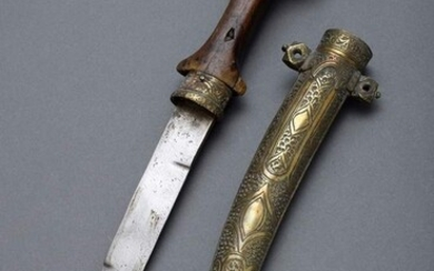 "Scimitar ""Koummya"" with double-edged blade and wooden handle in richly..."