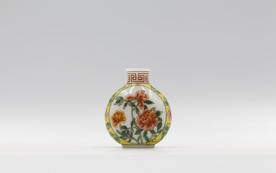 Snuff bottle - Enameled Glass - Flowers - China - Mid 20th century