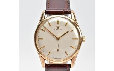 A GENTS 9CT GOLD OMEGA WRISTWATCH, hand wound movement, roun...