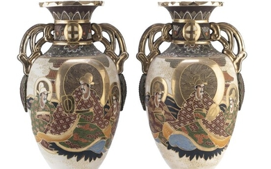 A PAIR OF BIG JAPANESE POLYCHROME AND GOLD ENAMELED CERAMIC VASE EARLY 20TH CENTURY. HAIRLINE.
