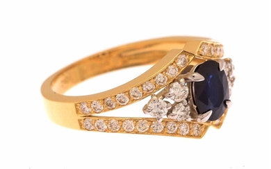 (-), Bicolor gold ring, 18 kt., set with...