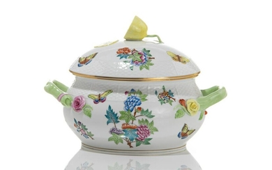 HEREND QUEEN VICTORIA PATTERN SOUP TUREEN WITH LID