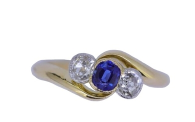 SAPPHIRE AND DIAMOND 3-STONE RING, set with a central blue s...